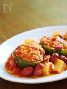 肉詰ピーマンのトマト煮込み