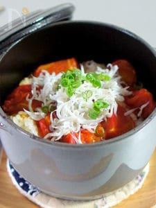 ストウブでトマトと釜揚げしらすの炊き込みご飯