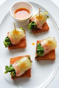 菜の花と鯛の黄身醤油がけをフリットパンで。