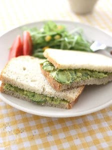 まったり濃厚♪アボカドペーストのサンドイッチ