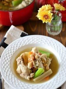 手羽元と大豆の食べるサムゲタン風スープ
