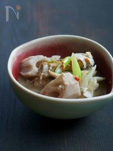 れんこんと鶏手羽先の薬膳スープ