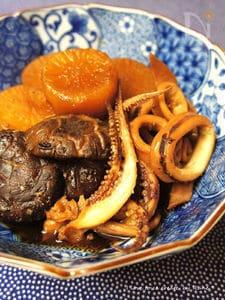 オーソドックスな干し椎茸出汁で烏賊大根