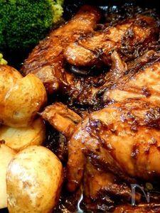 ブラックペッパーをきかせた鶏の黒ビール煮