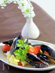 ムール貝と春キャベツの塩麹蒸し