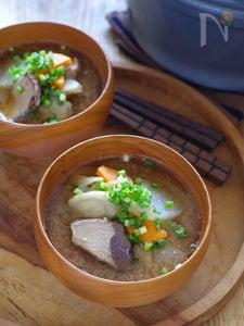 鰹と根菜たっぷりのお味噌汁