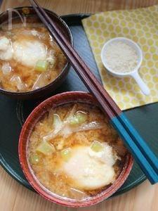 大根と落とし卵のパルミジャーノ味噌汁。