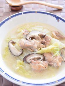 鶏肉・白菜・椎茸のカマンベールチーズ煮込み