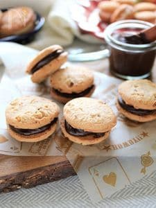 濃厚チョコクリームのアーモンドクッキー