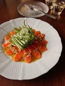 水菜とサーモンの柚子胡椒カルパッチョ