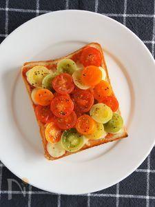 カラフルミニトマトのトースト