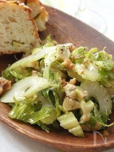 セロリ、くるみ、ゴルゴンゾーラの美肌サラダ