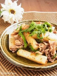 豚肉と長いもの大葉塩炒め