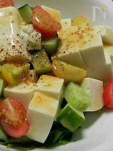 チリパウダーが嬉しい♪お豆腐サラダ