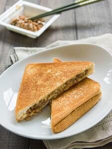 納豆グリルドチーズ