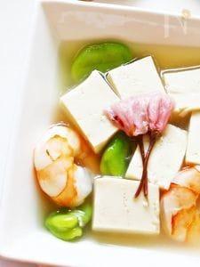 豆腐とそら豆の桜あんかけ
