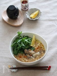 牡蠣とレモンの酸辣湯麺。