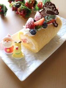 いちごとブルーベリーのクリスマスロールケーキ