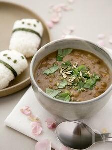 野菜たっぷり。レンズ豆とトマトのスープ