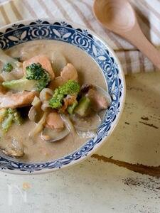 鮭とアサリの豆乳シチュー