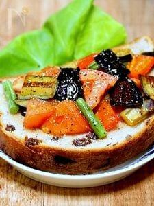 神戸屋 円熟「夏野菜のソテーオリーブオイルかけオープンサンド