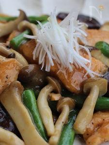秋生鮭とキノコの炒め物