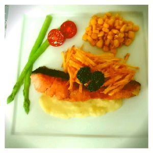 パリパリととろーりのジャガイモを楽しむ秋鮭のムニエル