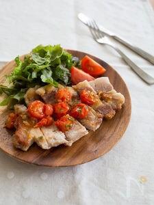 ポークステーキ ガーリックバタートマトソース
