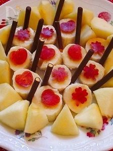 可愛く!林檎&バナナをポッキーと♪