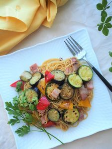 夏野菜とベーコンのペペロンチーノ