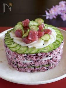 黒米のちらし寿司ケーキ(牛乳パック利用)