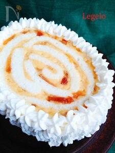 白いスポンジとりんごカスタードのクリスマスケーキ