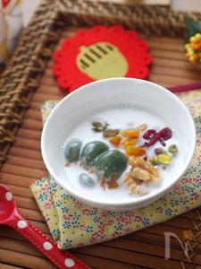 冬のきれいをつくるよもぎ白玉のココナッツ汁粉