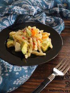 アボカドと茹で玉子のパスタサラダ