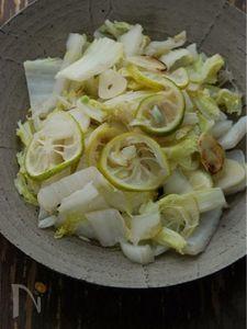 ざく切り白菜と小柚子のにんにく塩炒め