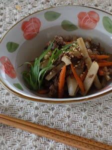 根菜類と牛肉の炒め物