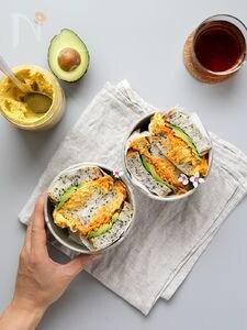 フムスとにんじんサラダのサンドイッチ