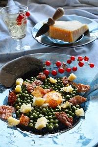 ぷちぷち青豆とパルミジャーノ・レッジャーノとパルマハムに温玉