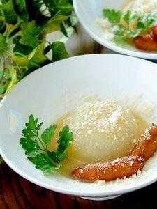 ストウブで丸ごと新玉ねぎの白味噌チーズスープ煮