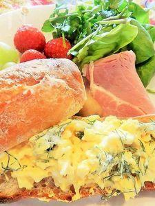 ディル入り卵サンドイッチ