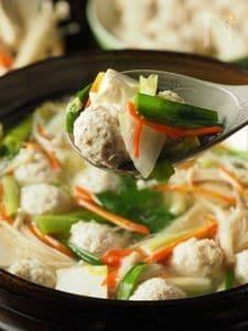 鶏団子の作り方、ナンコツ入のコリコリ鶏団子鍋