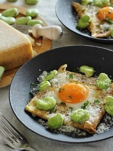 そら豆と卵とパルミジャーノのそば粉ガレット