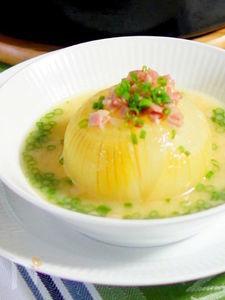 丸ごと玉ねぎのスープ煮 白味噌パルミジャーノ味