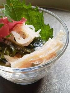 海藻と蒟蒻のチーズ明太子ソース