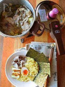 塩鶏ガラスープ。 圧力鍋で簡単本格スープ