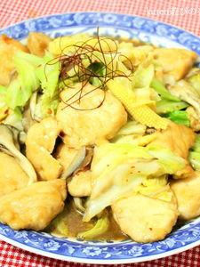 ピリ辛がご飯が進む♪鶏肉とキャベツのガーリック味噌炒め