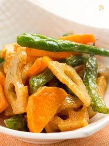 揚げ根菜といんげんのカレーマヨ和え