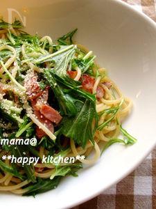 簡単ランチ♪水菜とベーコンのガーリックバターパスタ