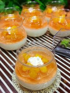 意外と簡単♪桃のゼリーと豆乳ブラマンジェの二層仕立て♡
