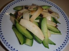 きゅうりとエリンギの炒め物